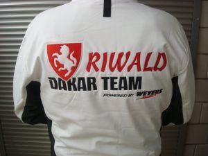 Rood zwart Dakarteam logo