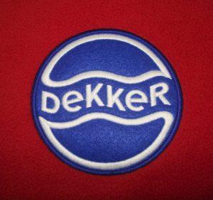 Blauw wit dekker logo
